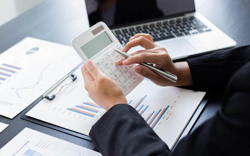 Immagine con calcolatrice per rappresentare le buste paga